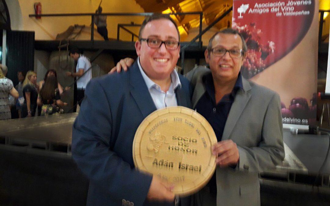 Adán Israel nombrado Socio de honor de la Asociación jóvenes amigos del vino de Valdepeñas «AJAV»